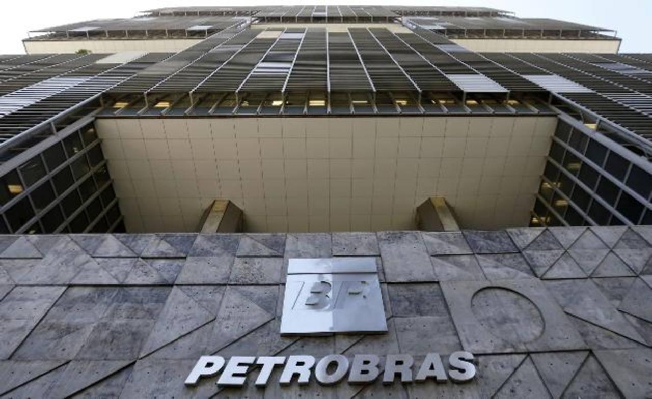 Exgerente de Petrobras involucra al partido de Rousseff en red de corrupción