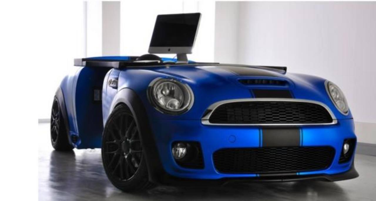 "El ""Mini Officer"" es un escritorio que reproduce el modelo del automóvil Mini."