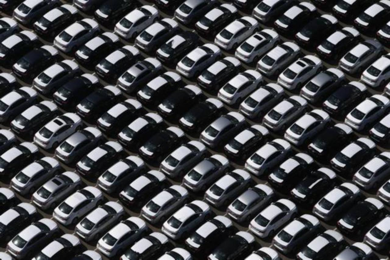 Las ventas de automóviles y del sector manufacturero fueron los pocos sectores con alzas positivas en la economía estadounidense, según la FED.