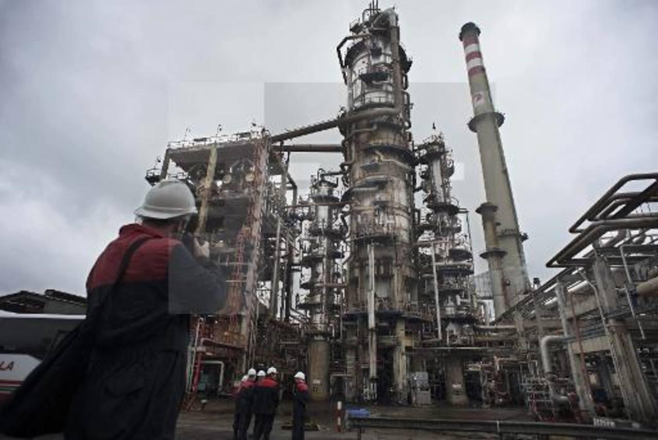 Los precios de referencia en Europa cerraron en $56.50 por barril y en Estados Unidos a $50.41.