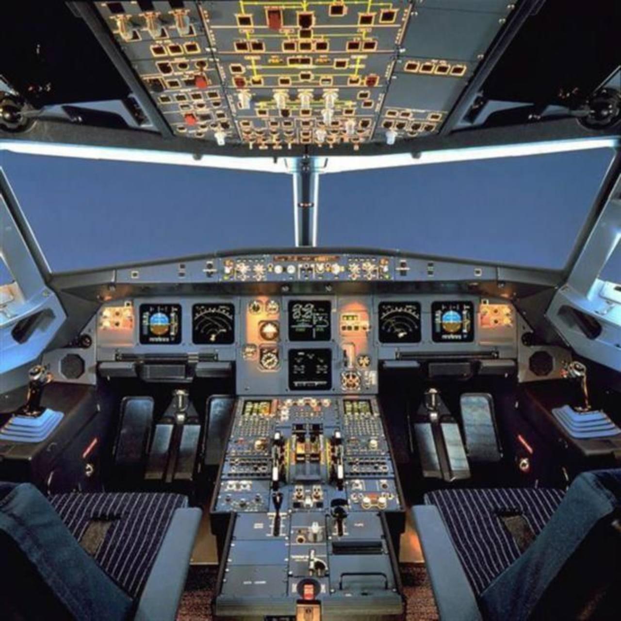 """Los investigadores de la colisión del Airbus A230 creen que el copiloto rechazó abrir la puerta de la cabina al comandante y accionó el descenso del avión """"con voluntad de destruir el avión"""" por razones que se desconocen."""
