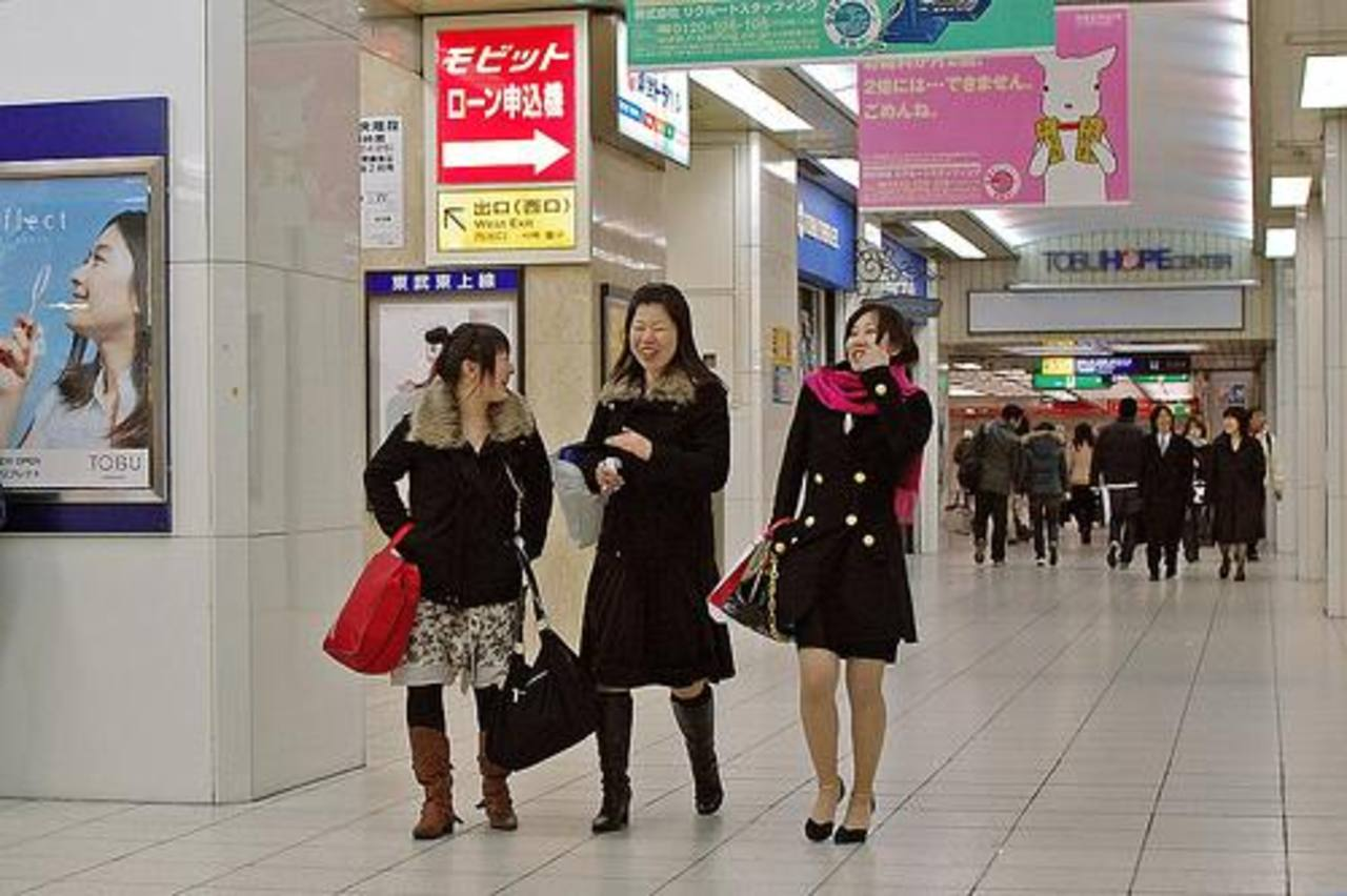 El gobierno japonés espera que la subida de salarios en las empresas reactive el consumo.