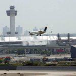 Los vuelos despegan del aeropuerto John F. Kennedy, operados por Sun County Airlines.