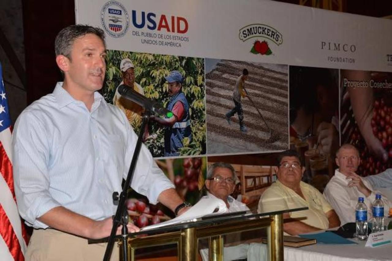 """USAID junto a la empresa norteamericana J.M. Smucker's, la Fundación PIMCO y TechnoServe lanzarán el Proyecto """"Cosechemos Más Café"""". foto edh / cristian díaz"""