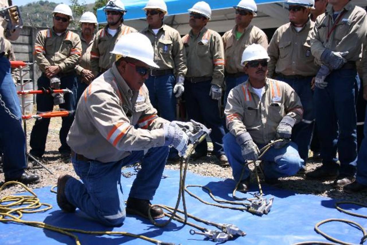 El objetivo es fortalecer las competencias de los trabajadores. Foto EDH / Cortesía
