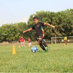 RSE de la empresa Hanes ha permitido que Cristian Palacios sueñe con ser parte de la selección de El Salvador. Foto Cortesía