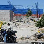 Desde marzo de 2014 la terminal quedó abandonada y la nueva constructora no ha reanudado los trabajos. Foto EDH / Huber Rosales