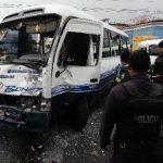 La imprudencia del motorista del microbús fue la causa del accidente, según informó la Policía. Foto EDH / Jaime Anaya