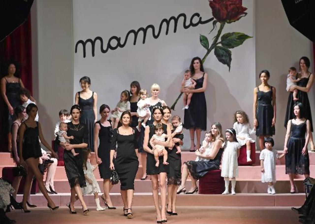 Serie final de la colección de Dolce&Gabbana, en donde los vestidos negros son el hilo conductor.