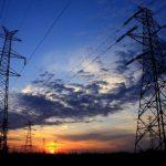 La factura de la energía eléctrica bajará su costo en los próximos meses. Foto EDH