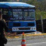 La víctima conducía este bus que recorre de Apopa a San Martín por la carretera de Oro. Foto EDH/ Jaime Anaya