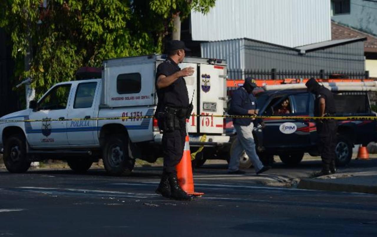 Érick Ávalos, padre de un niño, fue asesinado dentro de un pick up de una compañía eléctrica. Foto EDH / Douglas Urquilla