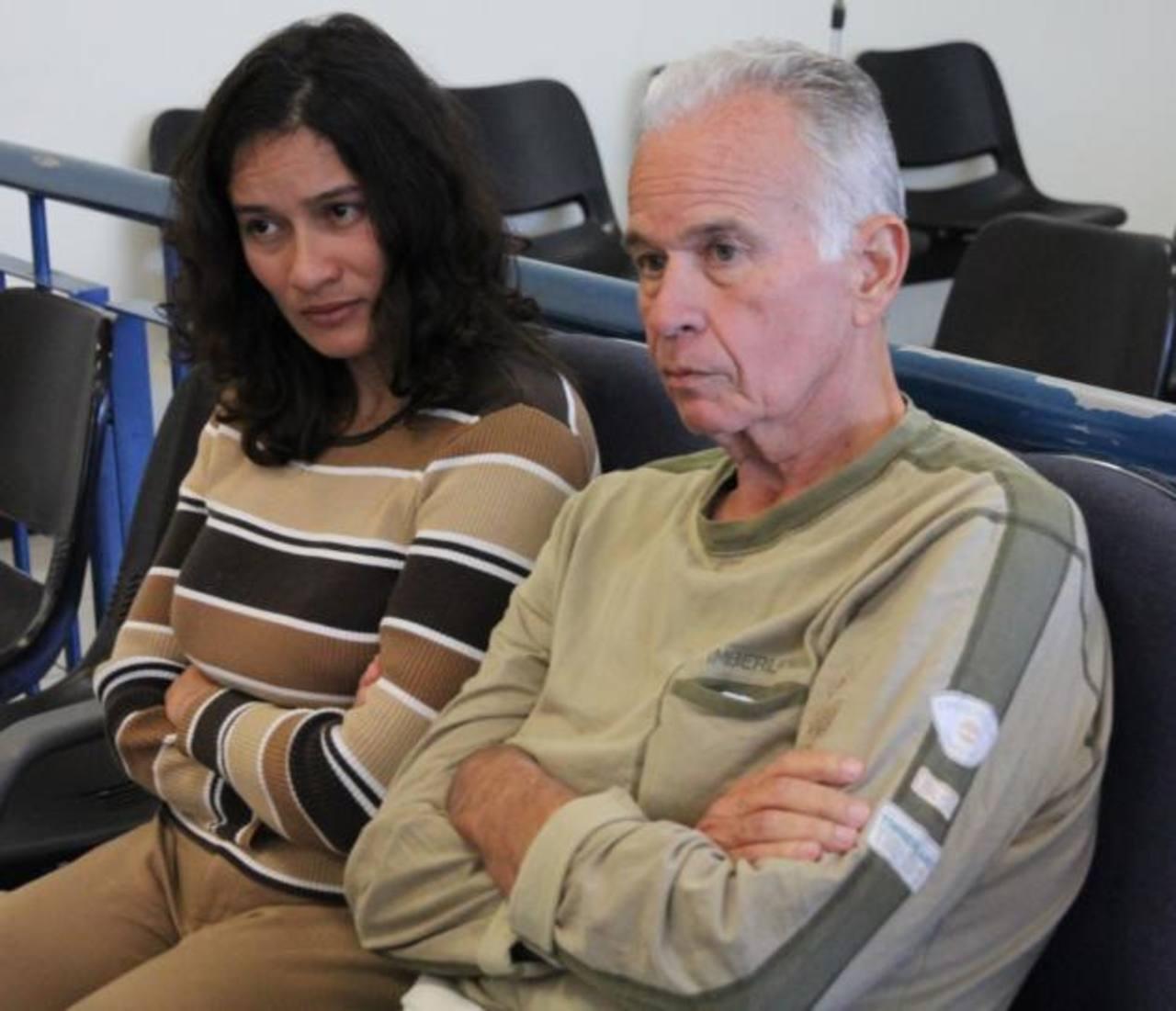 Carlos Alberto Morán Ferracuti y su esposa Blanca Miriam Serrano fueron procesados por captación ilegal de fondos públicos y defraudación a la económica pública. Foto EDH / Cortesía Juzgados.