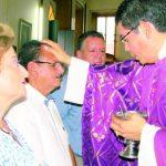 Familiares y amigos acompañaron a Mario Moreira en una misa de acción de gracias. Foto EDH / Cristian Díaz