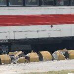 Ayer, en el Bulevar del Ejército, un bus de la Ruta 41B se estrelló con los separadores del Sitramss. Foto EDH / Huber Rosales