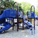 El parque cuenta con diferentes juegos para niños donde pueden compartir durante sus recreos. Foto EDH / RENÉ Estrada