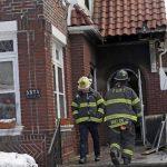 Pese a que los bomberos llegaron a la casa tres minutos y medio después del aviso, el fuego arrasó con el hogar dejando a siete niños muertos y a dos heridas de gravedad. foto edh /EFE