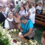 Católicos salvadoreños veneran reliquias de San Juan Pablo II