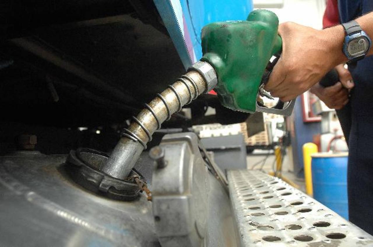 Precio de gasolina podría seguir aumentado. foto edh