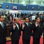 Tito Zelada (segundo izquierda a derecha) fue nombrado por la Asamblea Legislativa presidente del CNJ en septiembre de 2010. Foto EDH / Archivo.