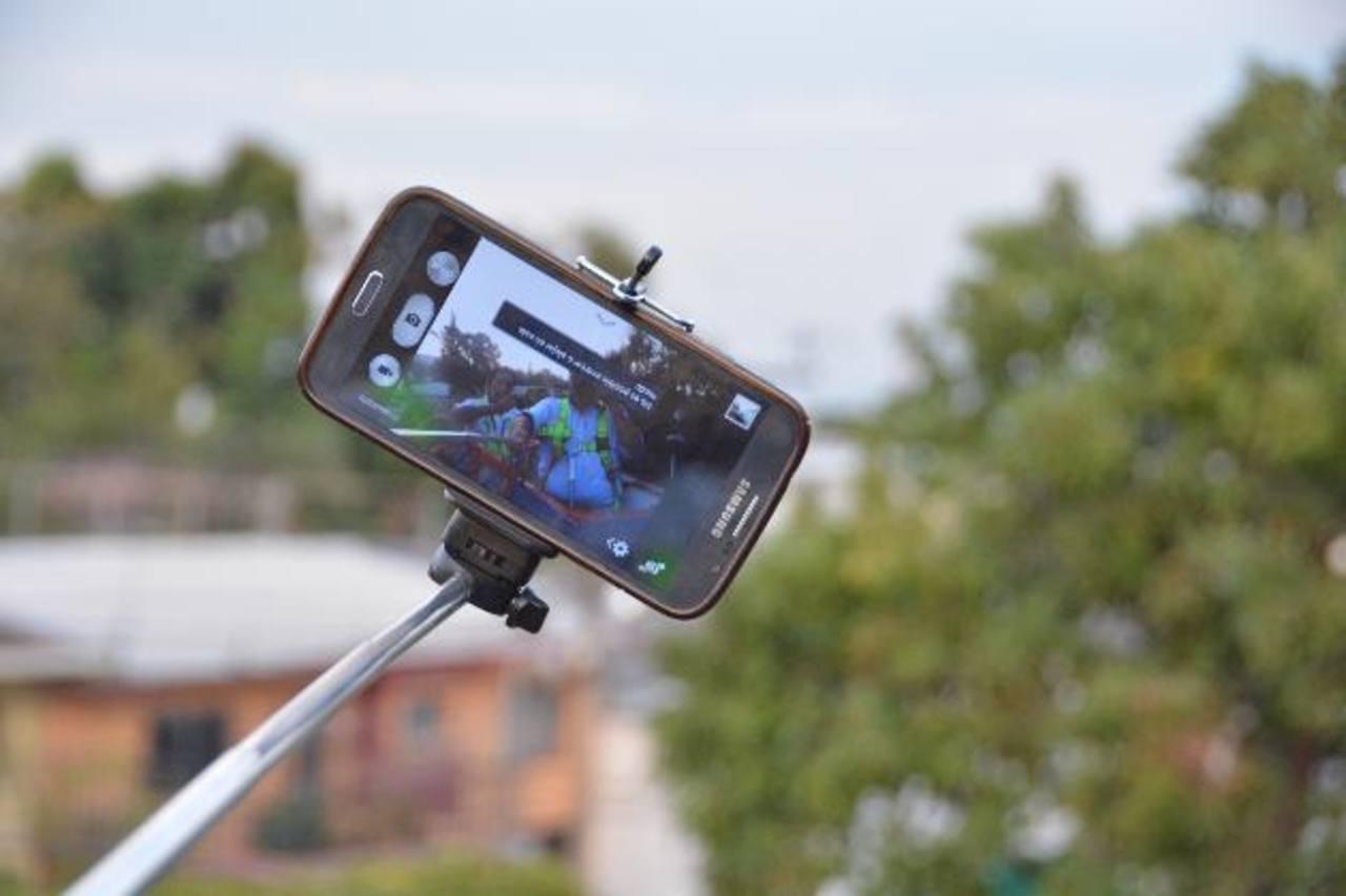 Por recargas de $10 los clientes podrán recibir triple saldo Movistar además de un selfie Stick y música gratis. FOTO EDH / cortesía