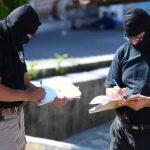 Investigadores recaban información sobre la muerte del policía Santos Hernández en San Luis Talpa. Foto EDH / m Cáceres.