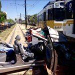 Tren suburbano arrolla auto en EE.UU.; hay 21 heridos