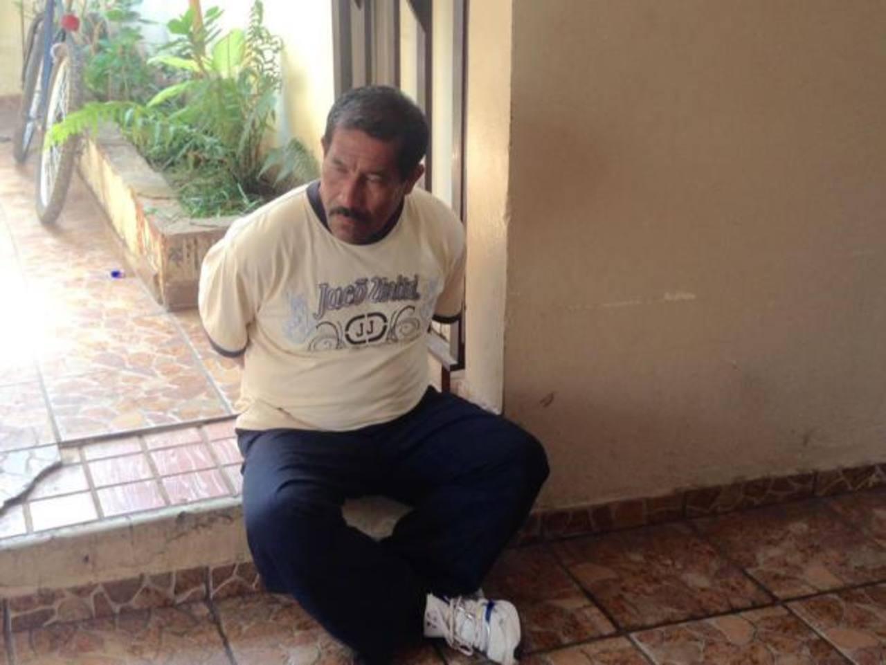 Ángel Ernesto Fabián fue capturado cuando supuestamente pretendía introducir droga al centro. Foto EDH/ Twitter