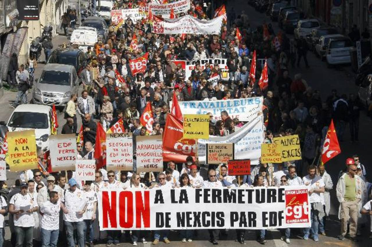 Con pancartas con todo tipo de lemas en contra de la austeridad, trabajadores, parados y jubilados recorrieron las calles.