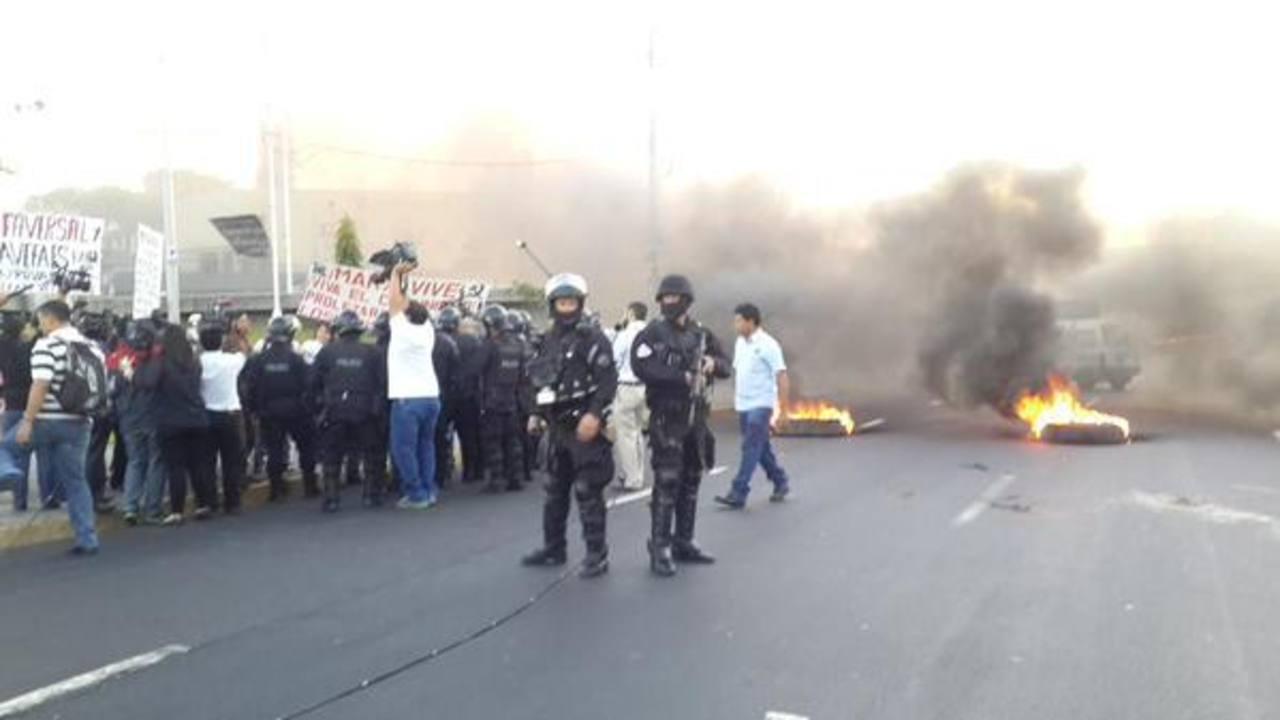Agentes de la UMO desalojaron a los excombatientes.