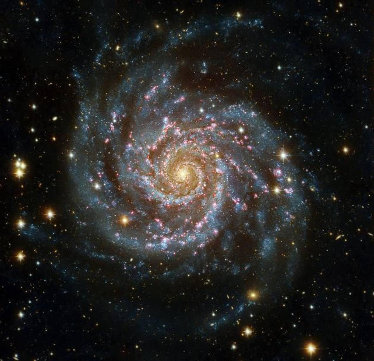 Las imágenes captadas por Planck muestran grupos de decenas de galaxias que todavía se están formando y que son relativamente más pequeñas y compactas que la nuestra. foto EDH