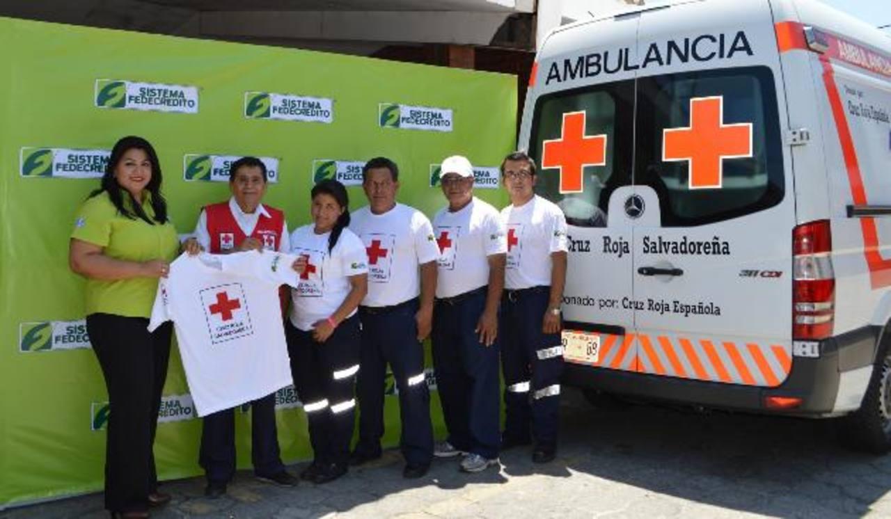 Fedecrédito reafirmó su apoyo a la Cruz Roja por un año más. FOTO EDH/ Cortesía