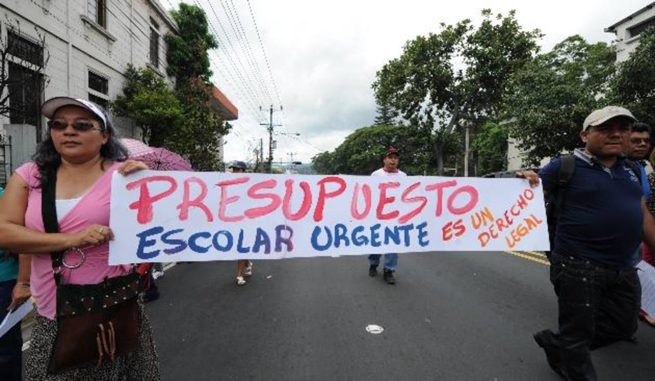 El año anterior los sindicatos también protestaron por la falta de presupuesto. Foto EDH/ archivo