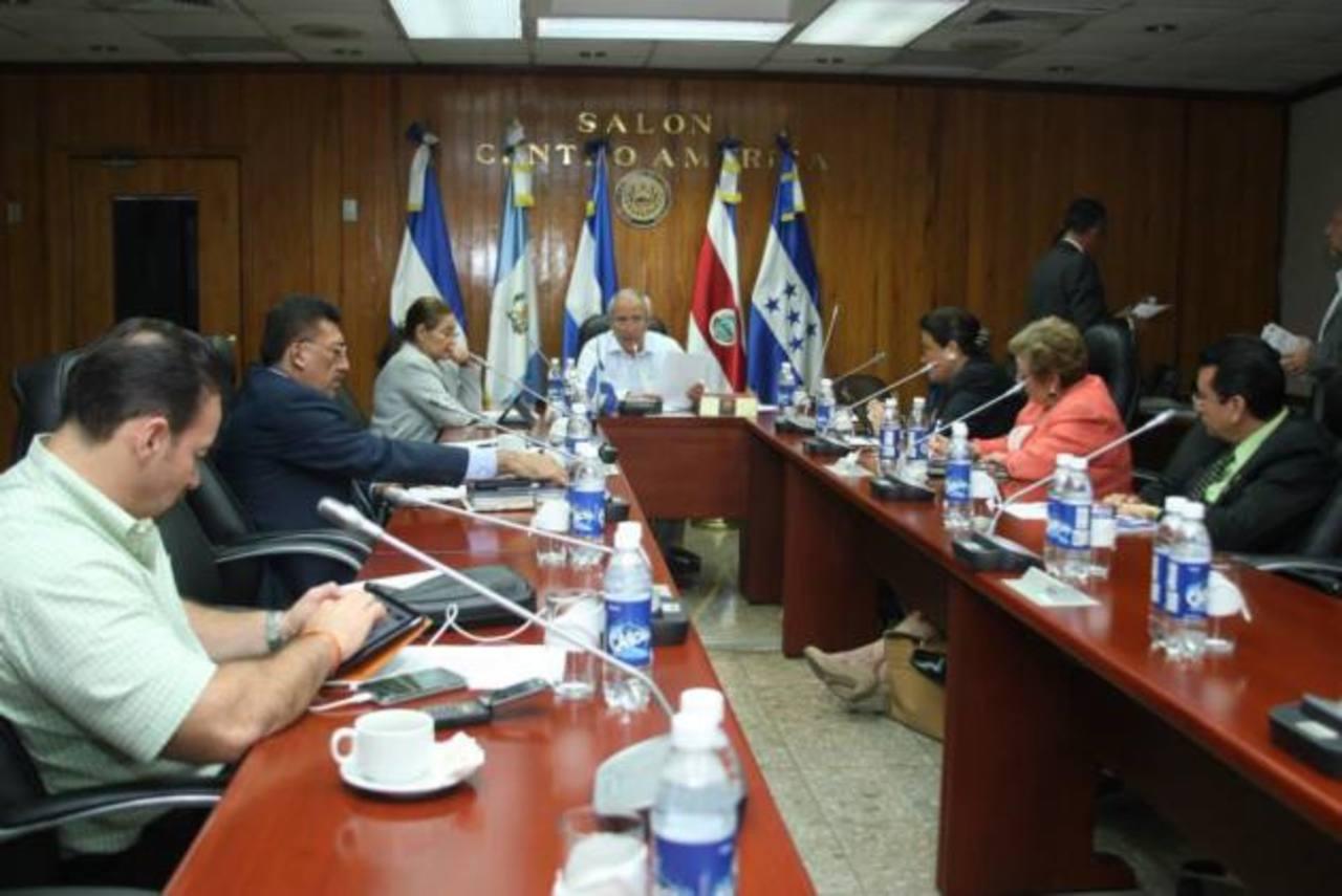Diputados miembros de la Comisión Política, evaluarán y seleccionarán a los nuevos magistrados de la CSJ. foto edh / archivo