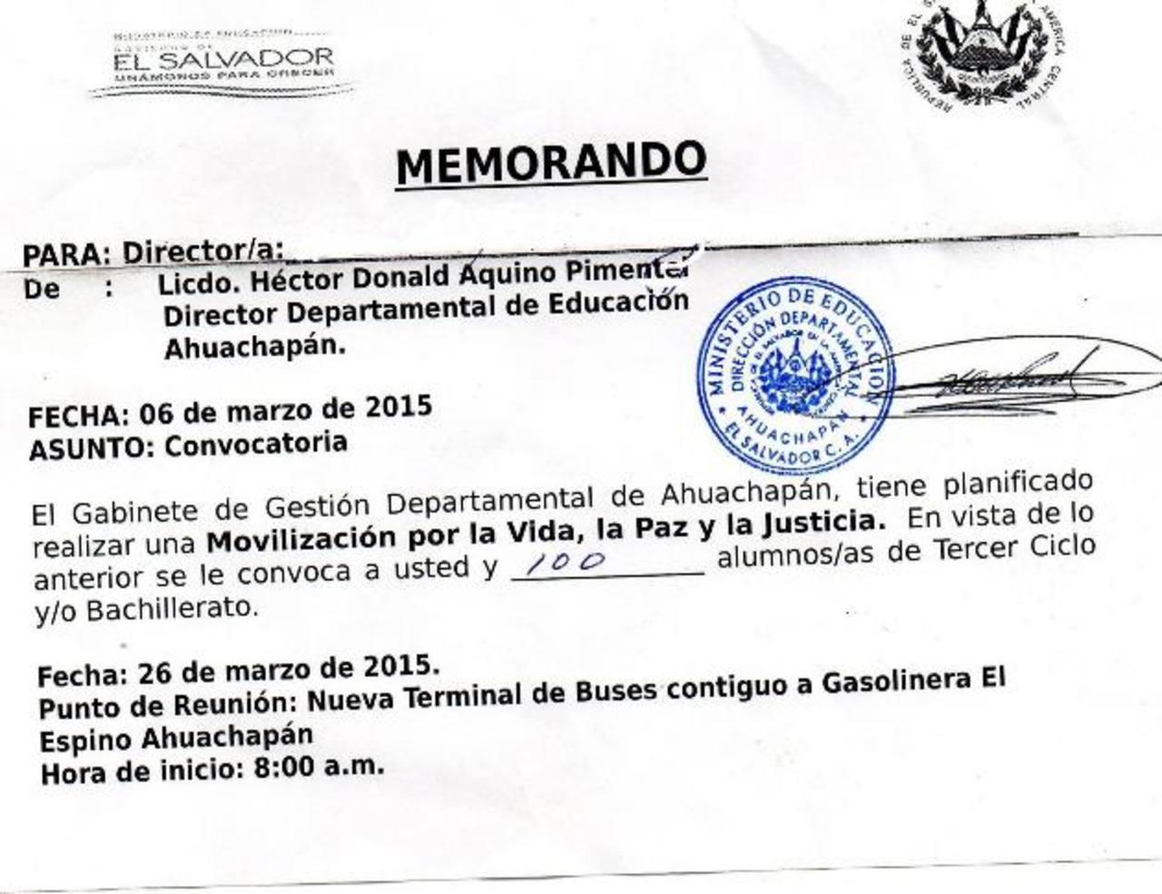 La copia de una nota girada por un director departamental de Educación circuló ayer en las redes. Foto EDH / redes sociales
