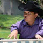 El artista, nacido en Ciudad Juárez, canta desde que era un niño; ahora concreta su sueño como cantante profesional. Foto EDH / huber rosales
