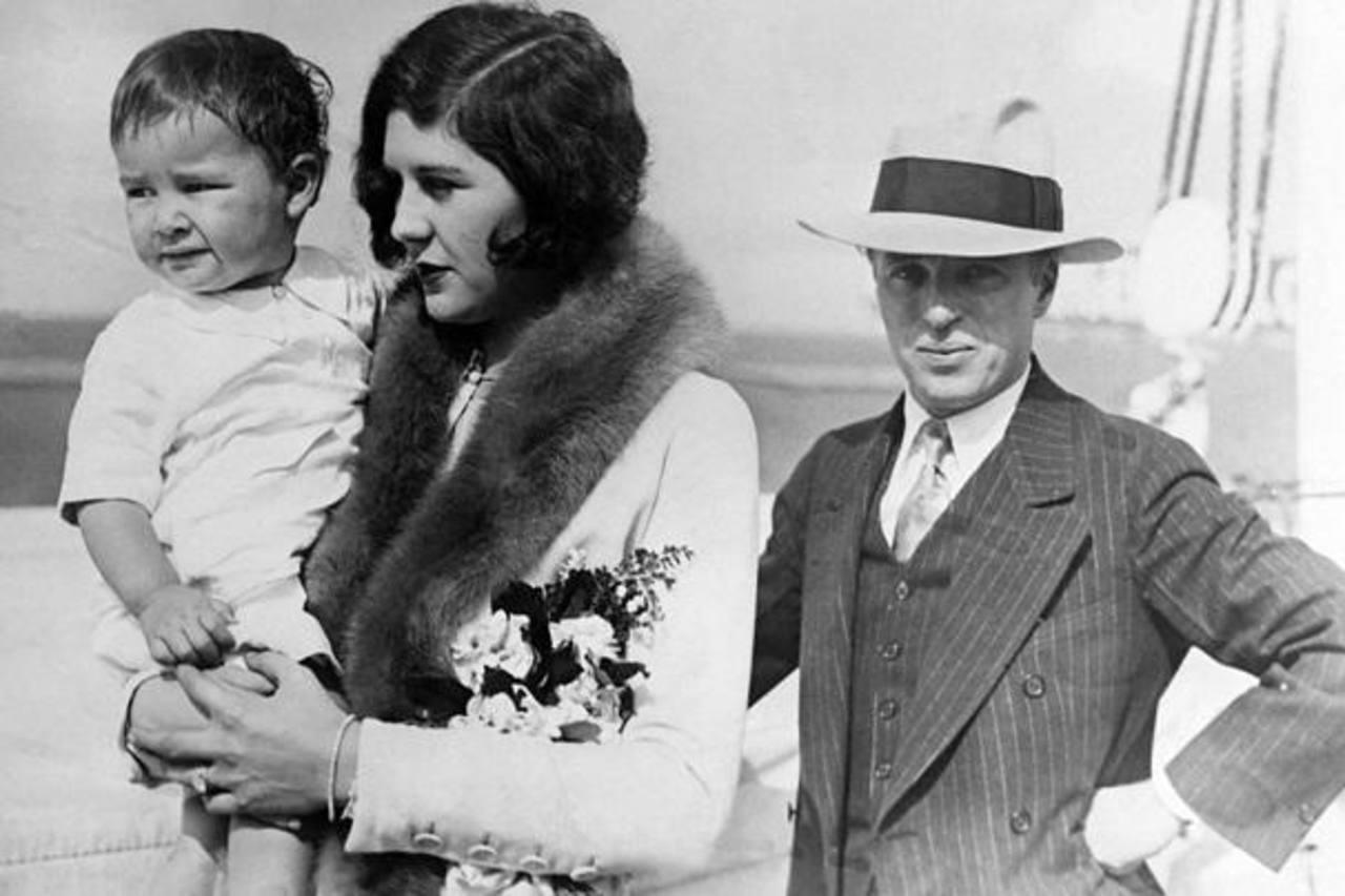 Charles Chaplin con su esposa Lita Grey y su hijo