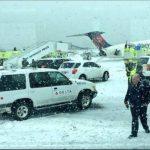 Video: Avión de Delta pierde pista en el aeropuerto LaGuardia de Nueva York