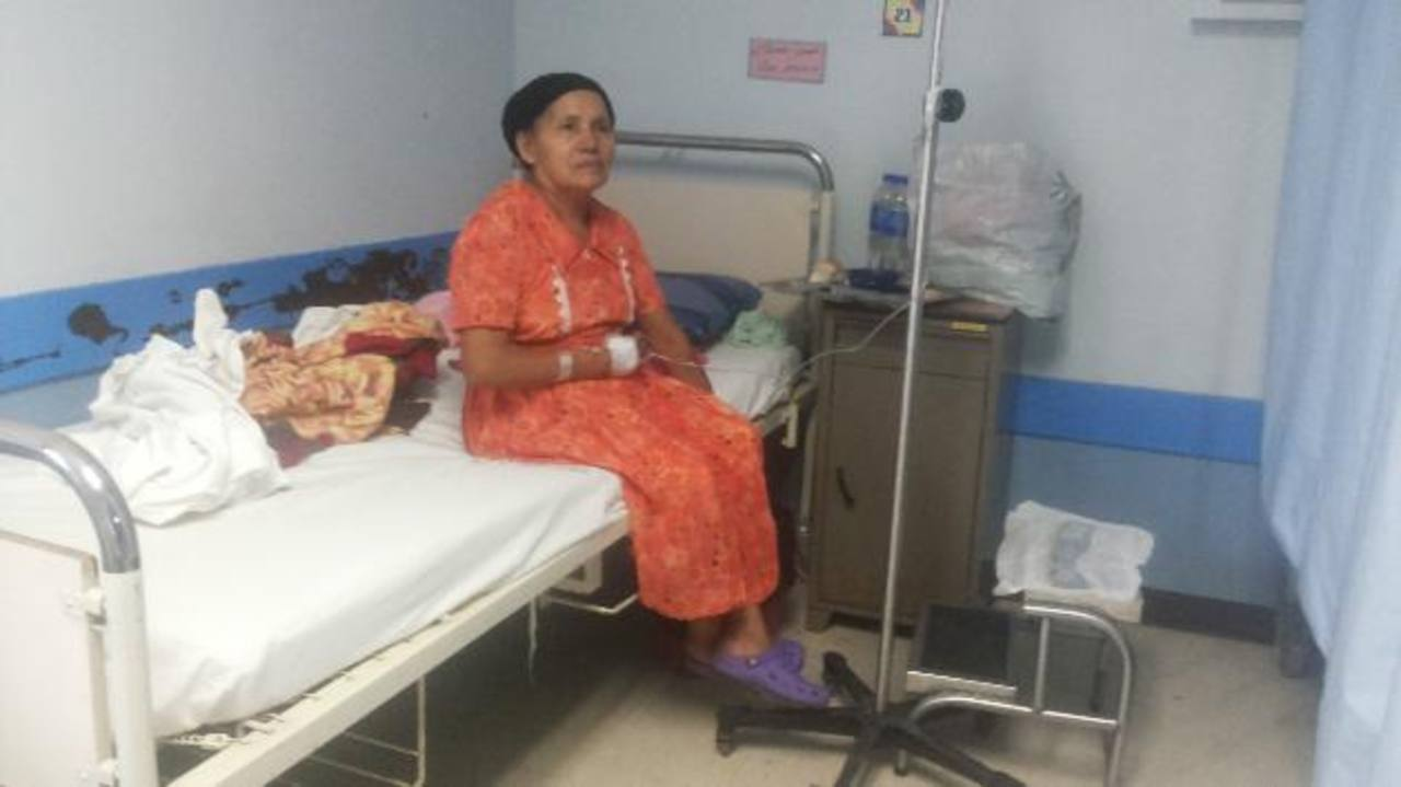 Leonila Jurado, oriunda de Morazán, espera poder adquirir el producto para la terapia. Foto EDH / Yamileth Cáceres