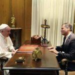 El papa recibió a Rafael Correa para ultimar detalles de su visita a Ecuador