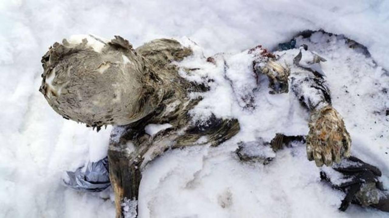 Revelan video del hallazgo de dos cuerpos momificados en volcán mexicano