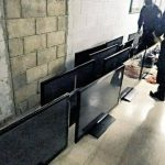 Veinte televisores Led con DVD incorporado fueron hallados el viernes en una requisa en el penal de máxima seguridad de Zacatecoluca. Foto EDH