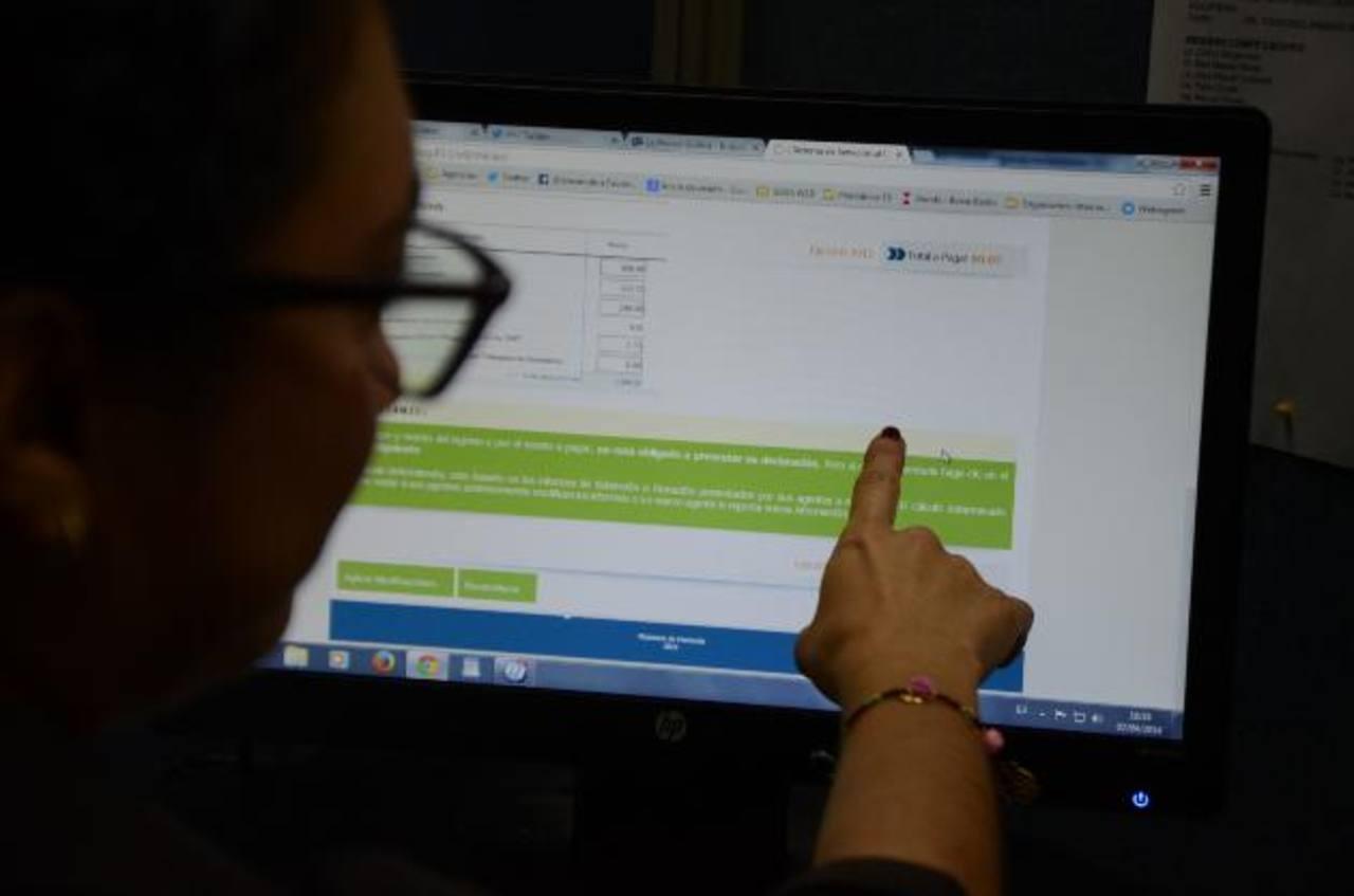 La declaración de renta se llenará en el sitio web de Hacienda y allí mismo se podrán descargar los mandatos de pago si es necesario. Foto EDH / archivo