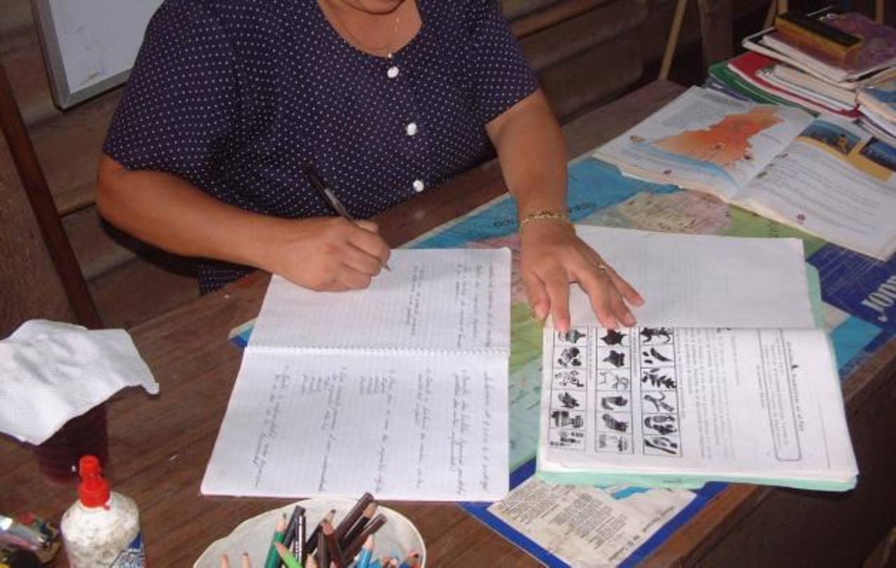 Los docentes del país enfrentan mayores retos para brindar la enseñanza debido a la situación de violencia. Foto EDH / Archivo