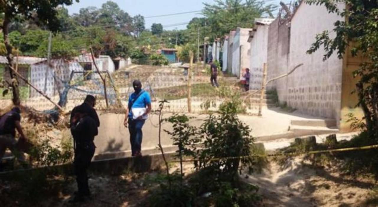 La Policía rastreó la zona donde ocurrió el tiroteo en la búsqueda de los implicados del caso.