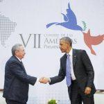 Raúl Castro y Barack Obama sellaron el deshielo de sus países en este histórico encuentro. EDH /AP