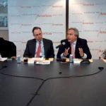 Los panelistas analizaron la critica situación que vive Venezuela bajo el régimen de Maduro. Foto EDH / Tomás Guevara
