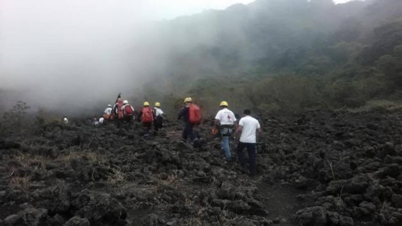 Joven muere tras resbalar en el volcán de Izalco