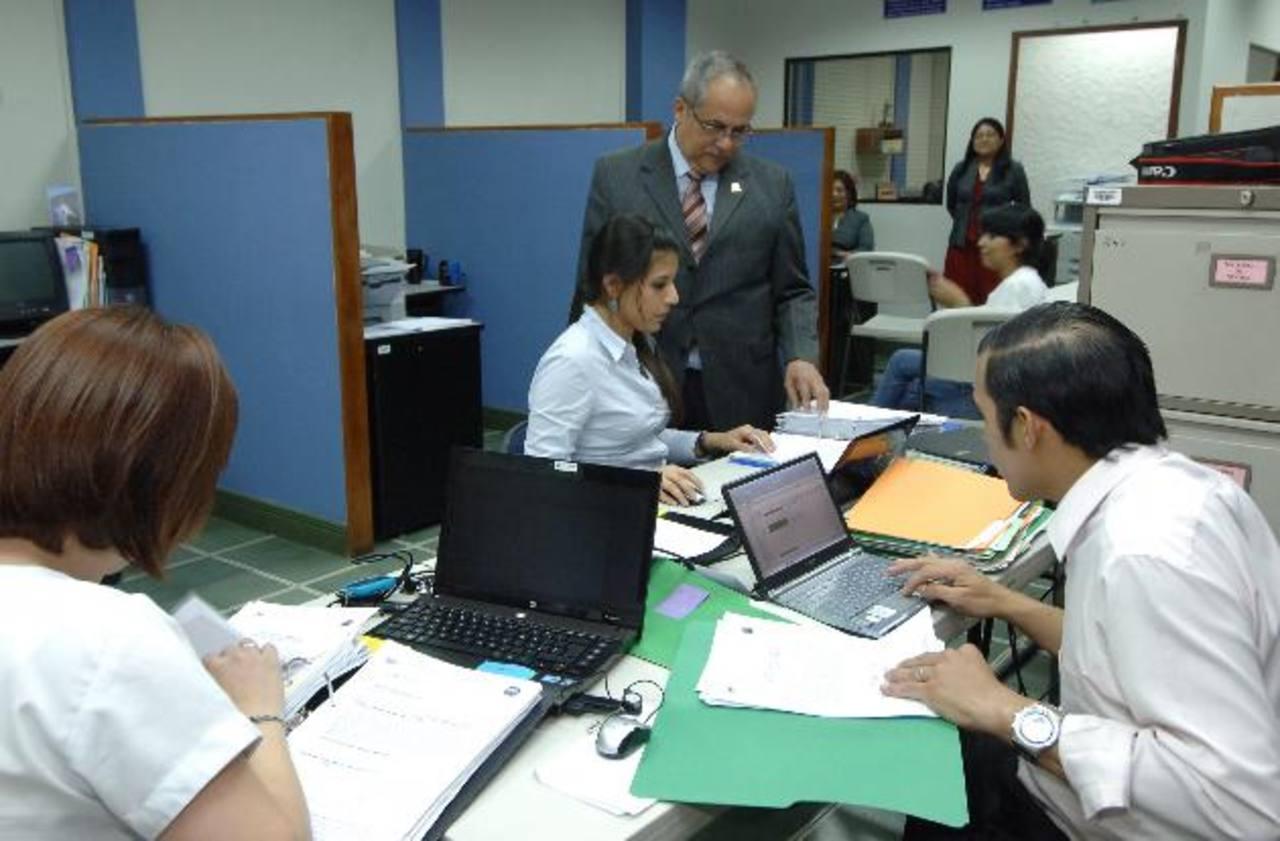Numerosos concejos entrantes han solicitado exámenes especiales a las administraciones salientes. Foto EDH / Archivo