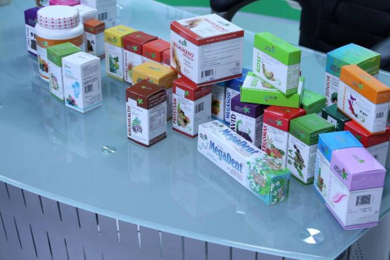 Parte de los medicamentos que la DNM encontró en la bodega de la droguería. Foto EDH / cortesía